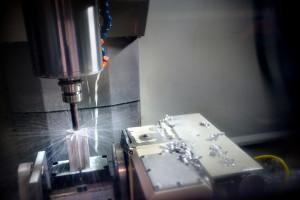 Deltour heeft 10 CNC freesmachines om een efficiënt en flexibel  producten te maken