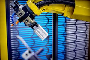 Deltour heeft meerdere robots opgenomen in het productieproces. Wij produceren dus ook 's nachts om uw producten snel en kostefficiënt te kunnen maken.