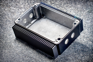 We have customized this standard ROLEC enclosure with holes and combined it with extruded heatsinks. It has also been powder-coated.